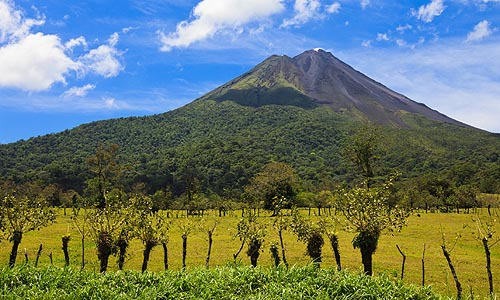 B 182 AFDC CR Arenal volcano Fotolia 48180898 L